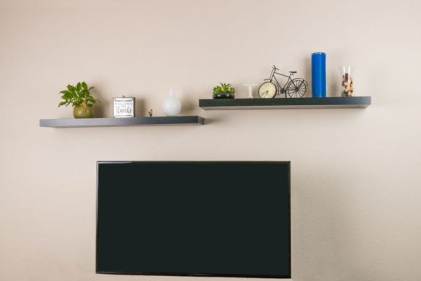 Tips for Styling Floating Shelves in Your Living Room
